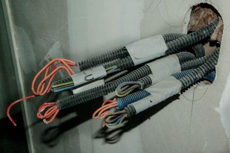 проводами