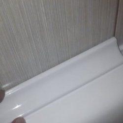 Монтаж керамического бордюра вокруг ванны